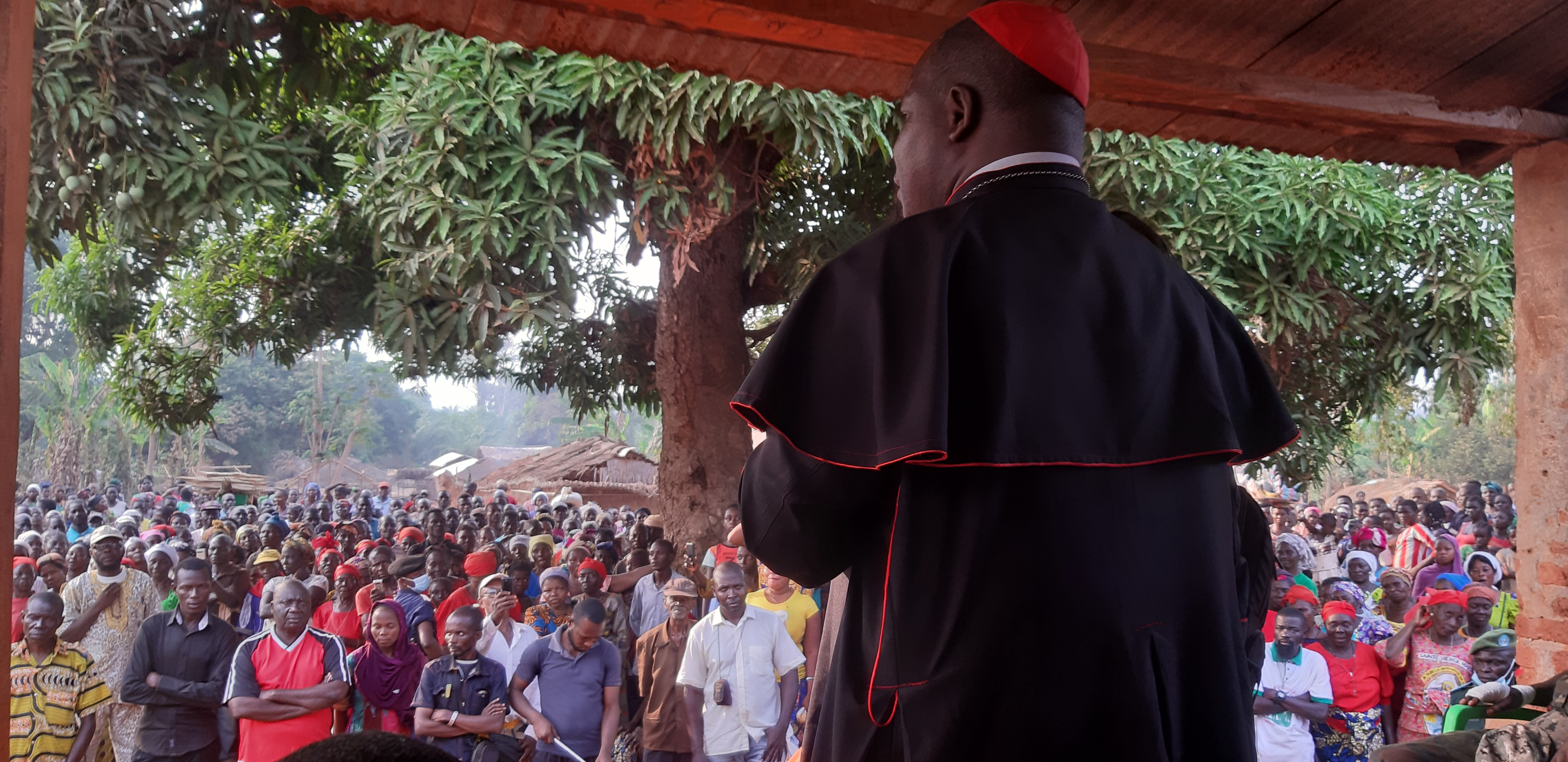 Cardinal Dieudonné Nzapalainga addresses a crowd in the Central African Republic