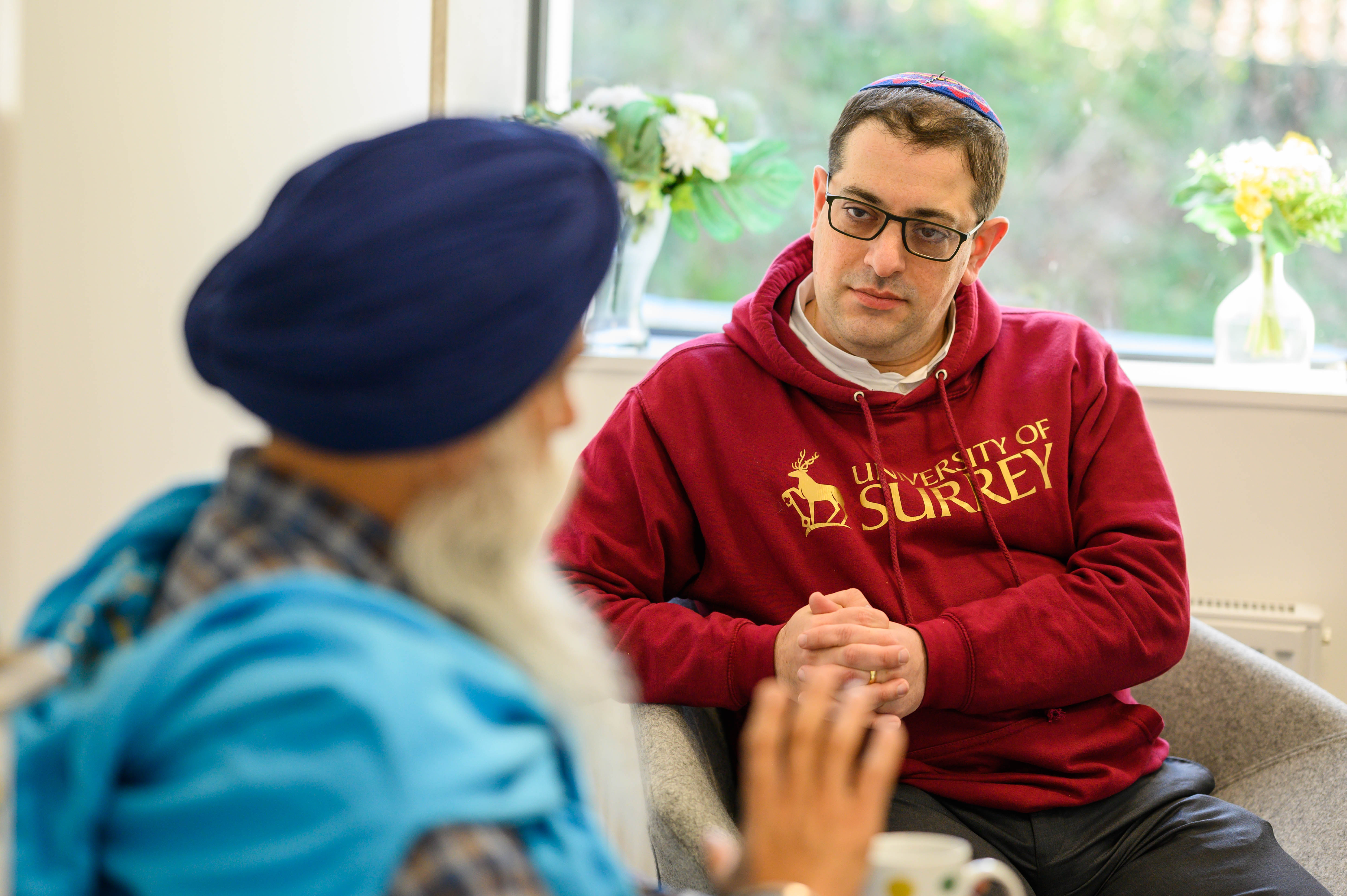 KAICIID Fellow Rabbi Alex Goldberg from the University of Surrey in the UK talks with a member of the Sikh community
