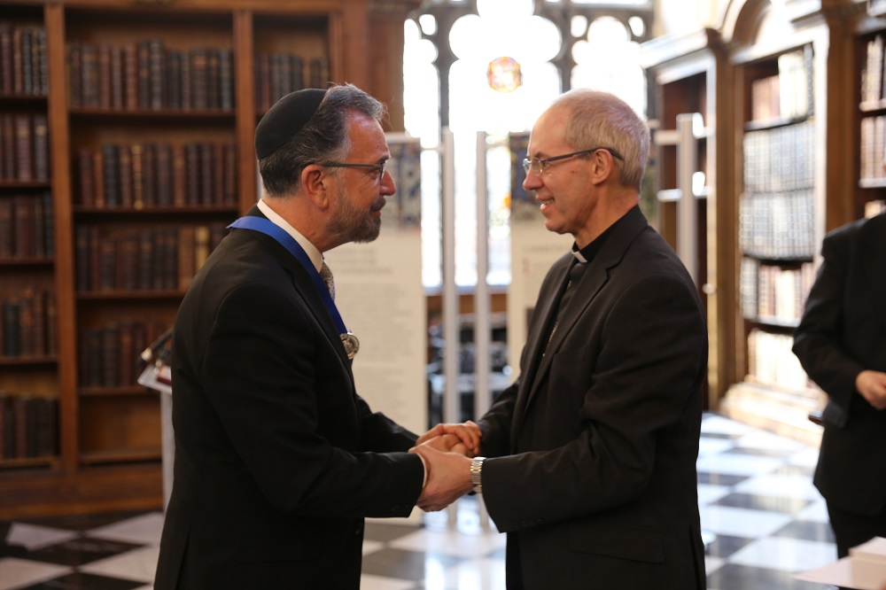 KAICIID Board Member Rabbi David Rosen receives the Hubert Walter Award for Reconciliation and Interfaith Cooperation from Archbishop of Canterbury Justin Welby at a ceremony at Lambeth Palace on 31 March 2016.