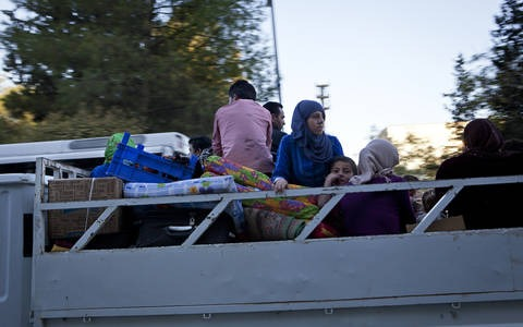 Syrian Sunni refugees arriving in Suruc, Turkey