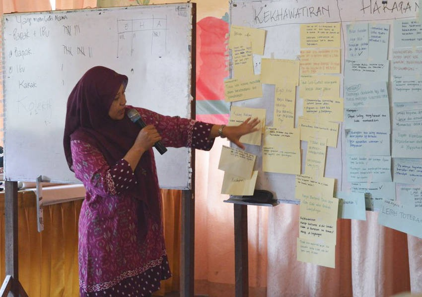 Wiwin implemented her Fellows initiative in August 2015, which was an interreligious dialogue session for women in Yogyakarta to address and explore religious prejudices and suspicions to establish an interfaith dialogue network for young women.