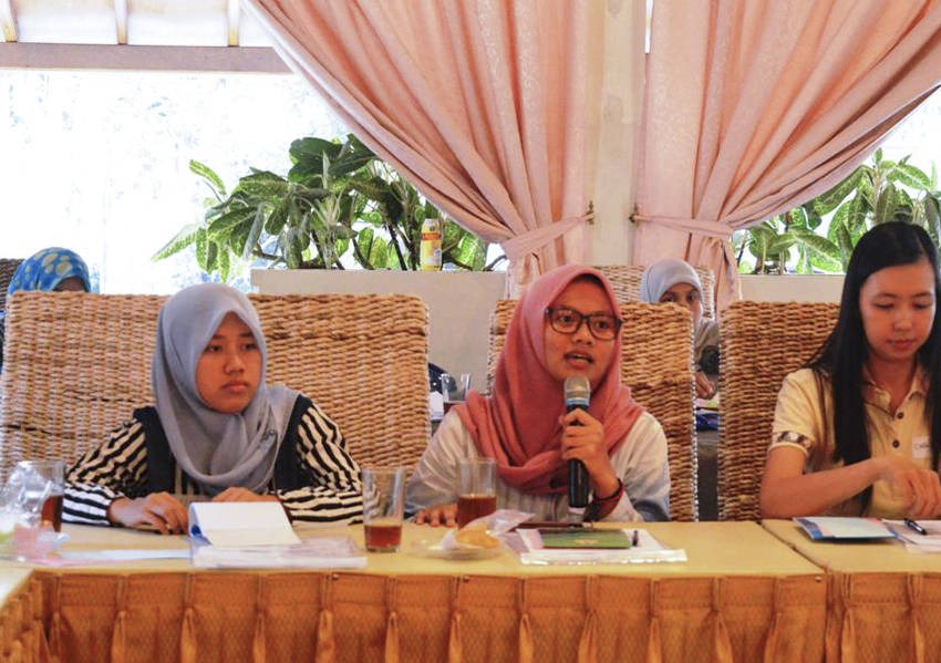 Workshop participants found that young women of all faiths have the same concerns and agreed that dialogue to mitigate conflicts is possible, despite ethnic and religious differences.