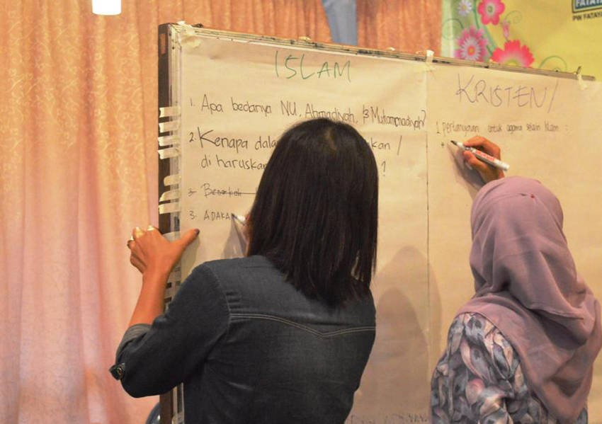By sharing their experiences, the young women learned about managing religious diversity in a pluralistic society.