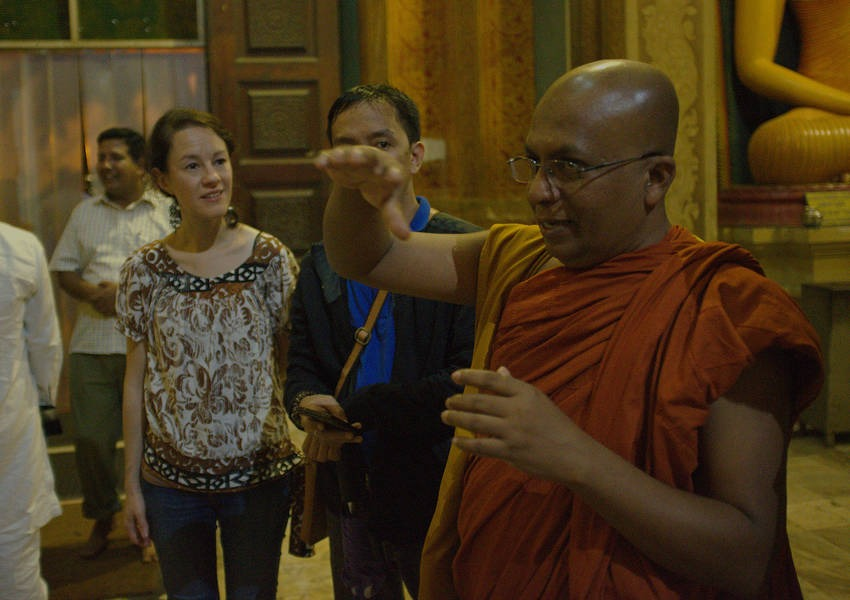 The final stop on the tour was the Bellanwila Buddhist Temple. The tour was led by Galkande Dhammananda Thero, a graduate of the first Fellows course. Dhammananda is a Buddhist monk working in peacebuilding and reconciliation in Colombo.