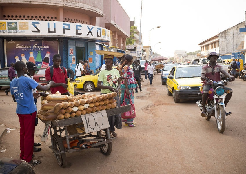 A man sells baguettes from a rickshaw – a common sight in the Bangui city centre. Photo: Kaleb Warnock/KAICIID