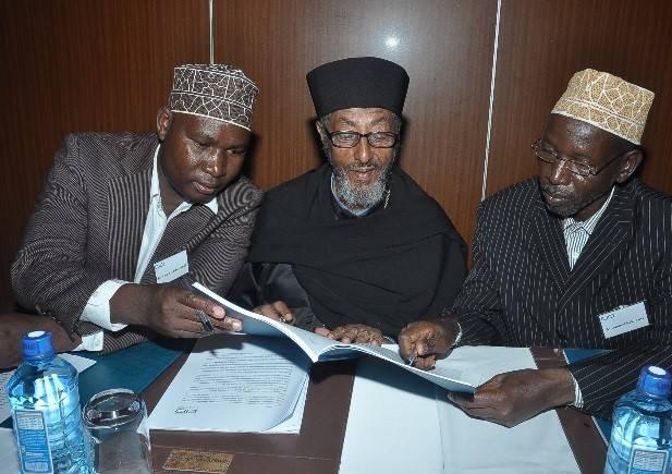 Media Wise participants in Nairobi look through the course handbook