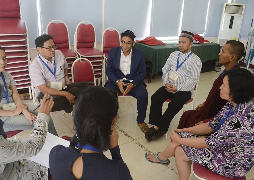 With the tools gained in the trainings, the Fellows will implement projects to promote social cohesion, dialogue and IRD education in their communities and institutions.