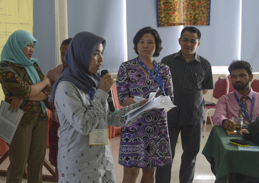 Through this process of sharing, the Fellows are able to learn from each others' experiences and best practices for conflict resolution and mitigation that have worked in different geographical contexts.