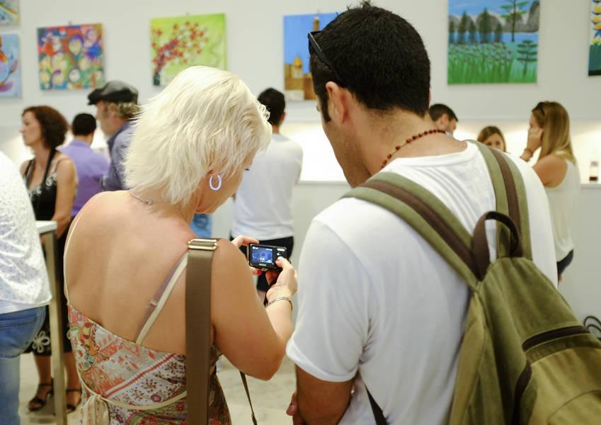 Participants compare photos.