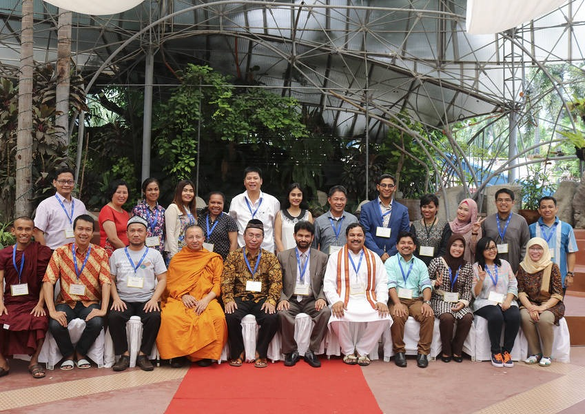 In the first of a series of three trainings over the course of a year, twenty-four Fellows from six different religions were trained to become trainers and resources in the field of interreligious dialogue (IRD) and interreligious education.