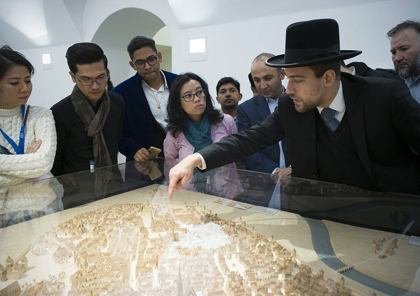 During the museum tour, Rabbi Hofmeister briefed the Fellows on the history of the city of Vienna and the history of Judaism in the city.