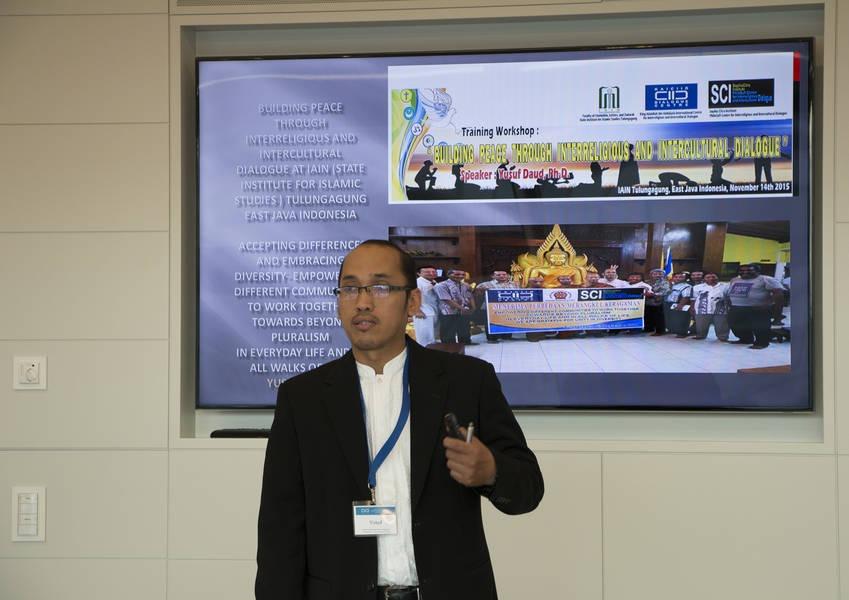 Yusuf Daud presents his successful 2015 Fellows initiative.