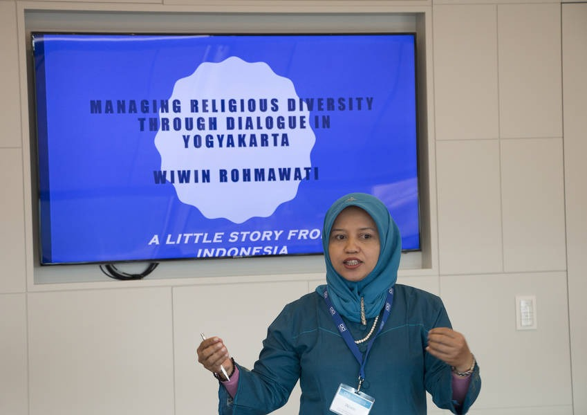 Wiwin Rohmawati presents her successful 2015 Fellows initiative.