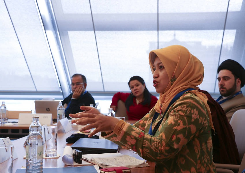 Wiwin addresses the Fellows in a dialogue training. The 20 Fellows from the 2015 alumni came from 16 different countries, five continents, five religions, 14 academic institutions and eight religious and interreligious centres.