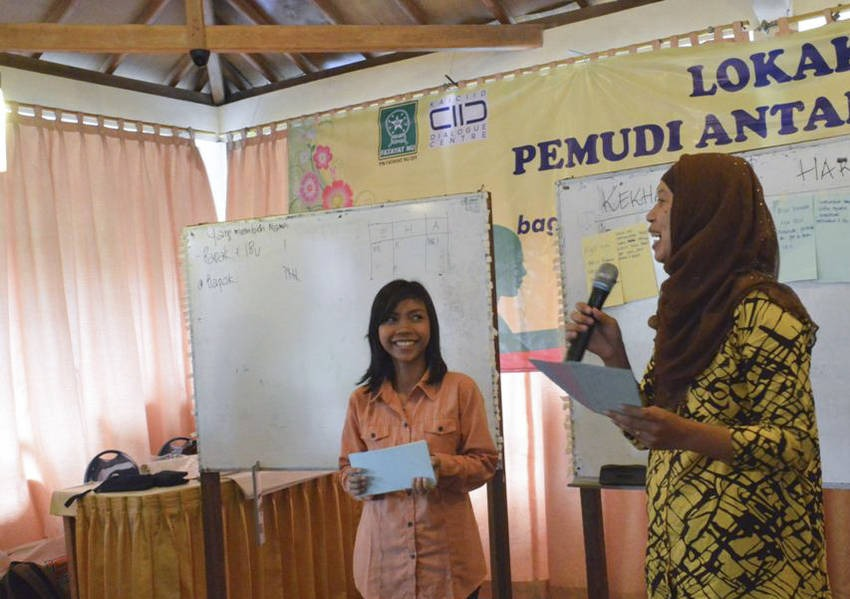 This project was implemented through several activities, beginning with a two-day workshop that was followed up with group meetings and visit to religious sites around Yogyakarta.