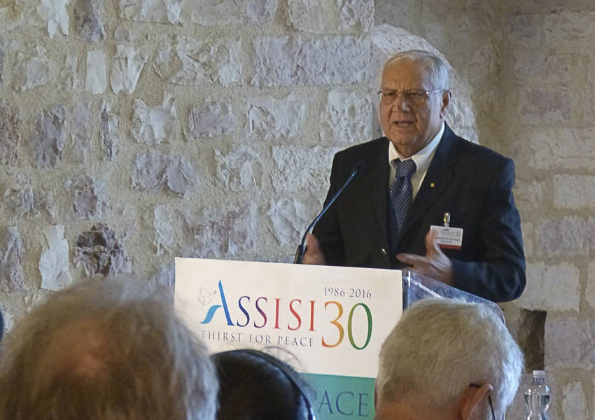 Dr. Mohammed Sammak speaks at the Assisi conference