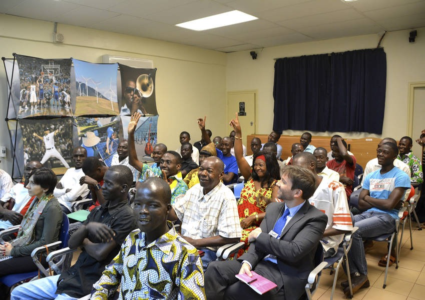 KAICIID and partners deliver a presentation at the English Club at the U.S. Embassy Bangui about peacebuilding through interreligious dialogue and getting to know the Other. Photo: KAICIID